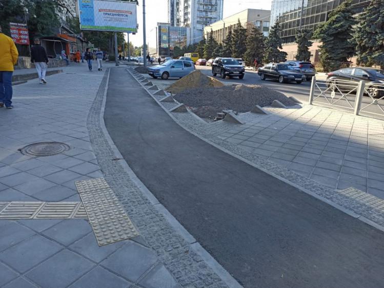 В Одессе новую велодорожку защитят от автохамив бетонными блоками